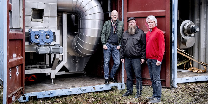 Senior Researcher Jesper Ahrenfeldt and Ulrik Birk Henriksen from DTU Chemical Engineering with CEO Claus Thulstrup (right). Photo: Bax Lindhardt
